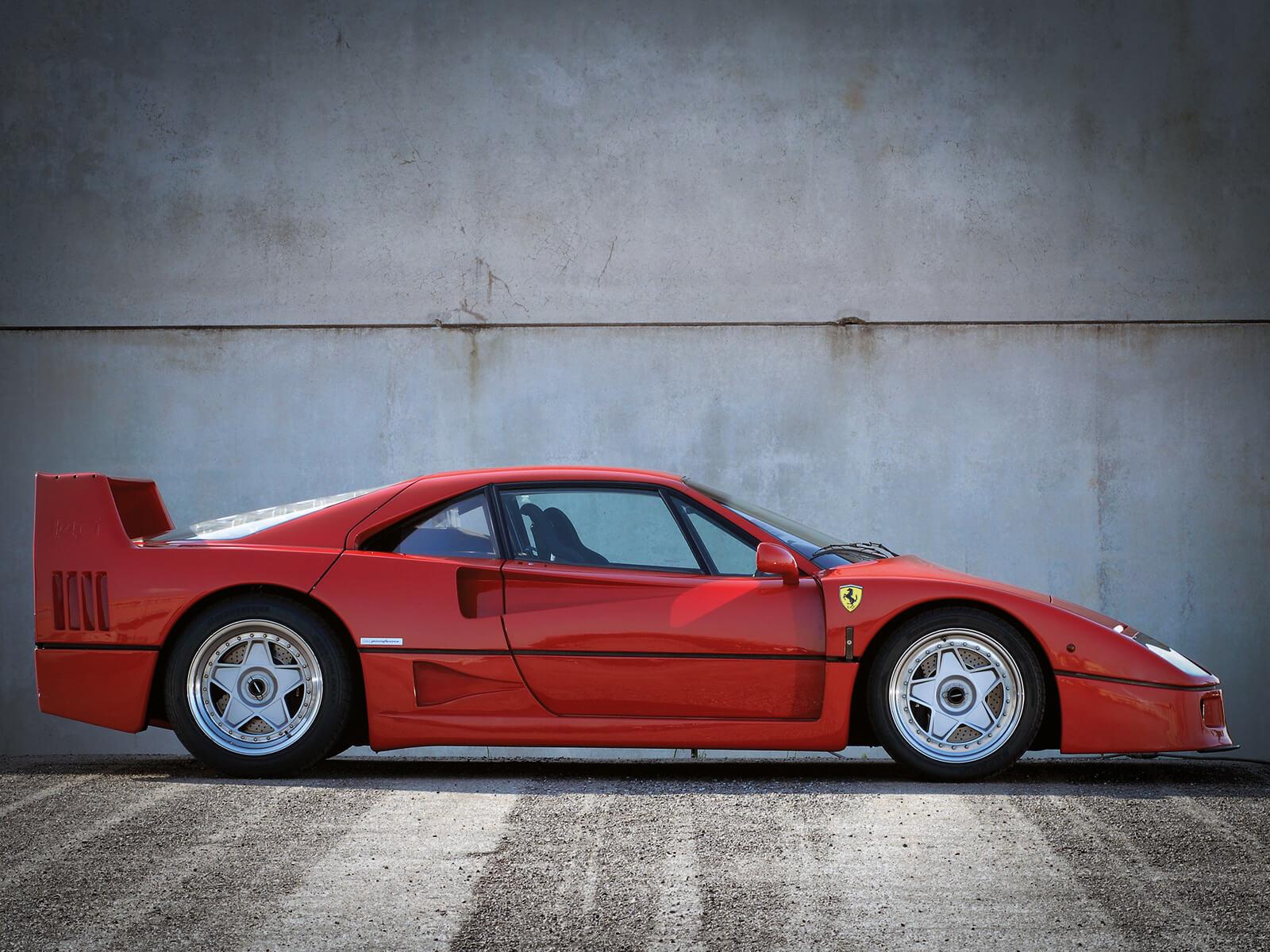 Ferrari F40 Sideview